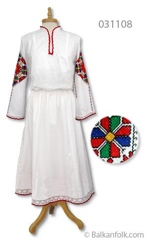 Дълга женска шопска риза за литак с бродирани ръкави