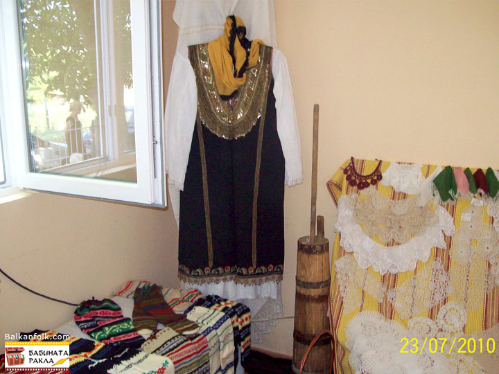 Radomirski litak - Authentic Bulgarian folk costume