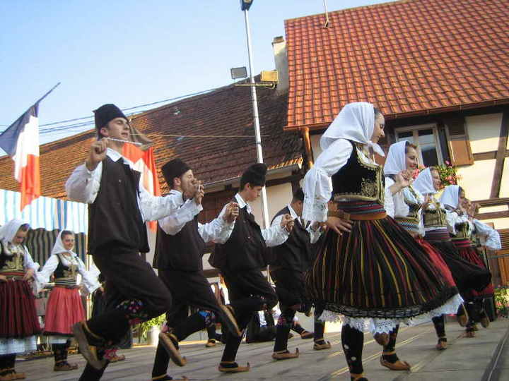 Traditional Dance Of France Information http://www.balkanfolk.com/en/gallery.php?id=14&picid=160