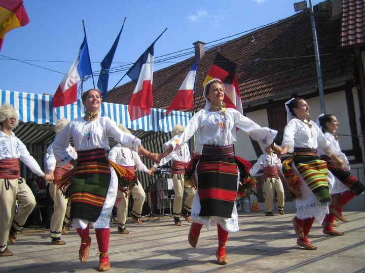 Traditional Dance Of France Information http://www.balkanfolk.com/gallery.php?id=14&picid=163